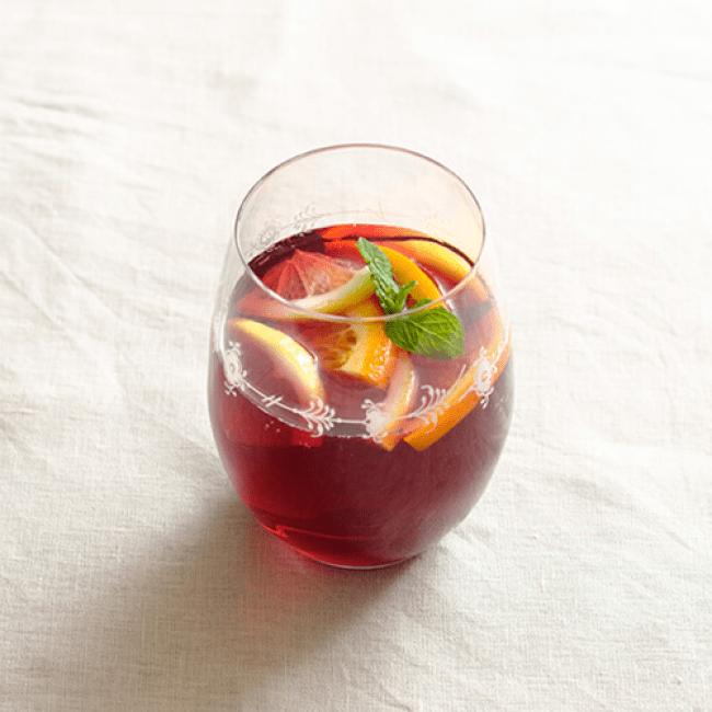 赤ワイン:甘酒 =3:2 レモンやオレンジを足せばサングリア風に。