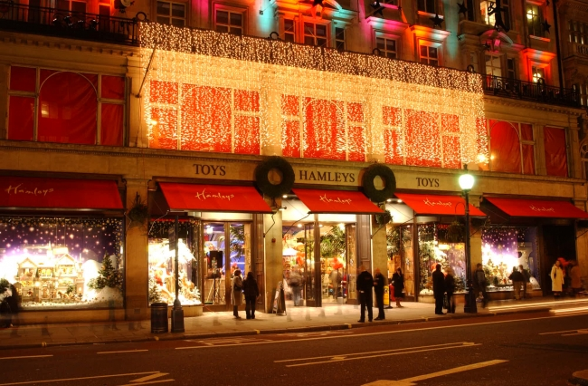 「Hamleys ロンドン」(C) Hamleys - 2019 - All rights reserved