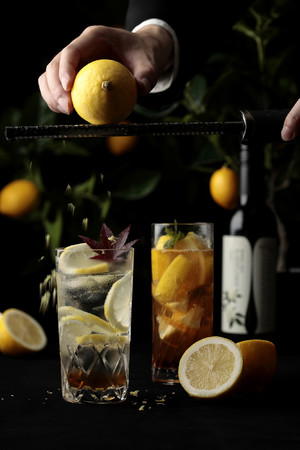 リーガロイヤルホテル広島・京都 全レストラン共通カクテル(左)「Erable et Citron~もみじ~」・(右)「まるごとレモンティーカクテル」 イメージ