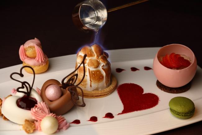 回転展望レストラン「フレンチダイニング トップ オブ キョウト」のバレンタインディナーのデザートには フランベサービスをご用意