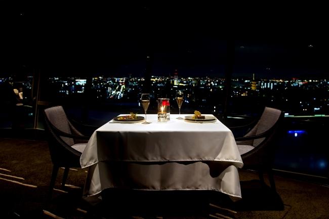 京都の景色を眺めながらロマンチックなディナーを。