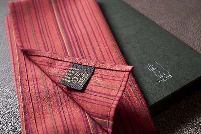 特典<ホテル開業25周年オリジナルラベル付き 現代版小倉織「小倉 縞縞」ハンカチ>イメージ
