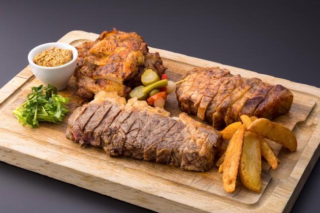 合計2.5ポンドの肉3種盛り