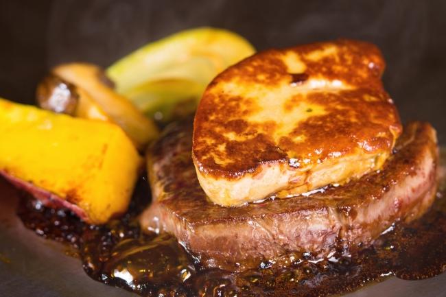 牛フィレ肉ステーキ 合鴨のフォワグラ添え トリュフ風味ソース(サンキューランチ)