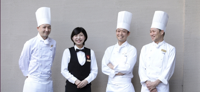 (左から)スーシェフ 船橋 達仁、ソムリエ 尾崎 仁美、シェフ 鵜飼 大輔、シェフ 寺田 和史