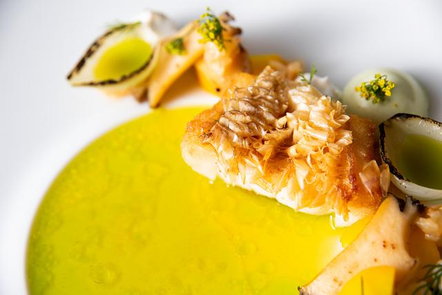 料理イメージ-赤甘鯛の鱗焼きと鮑のソテー