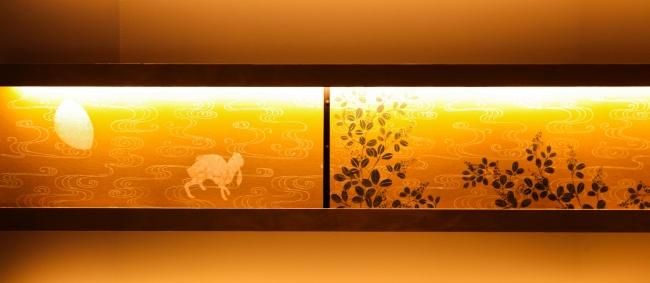 「光の輪」店内壁面アート作品一部