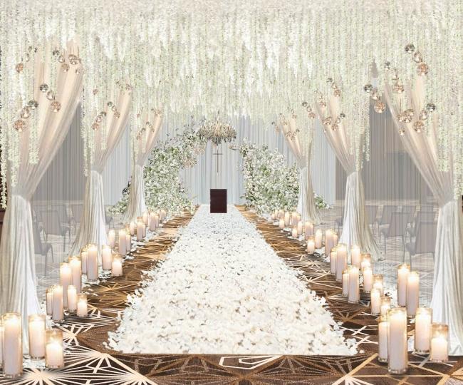 【挙式会場】バンケットの中にチャペルをセッティング。装花やキャンドルに囲まれたバージンロードを進み、永遠の誓いをたてます。