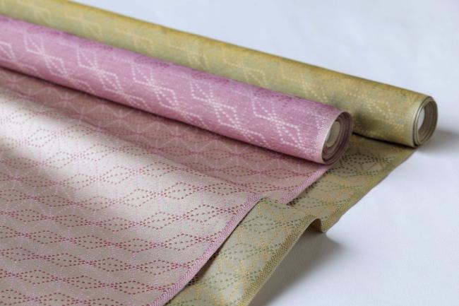 岱崎(やまざき)織物株式会社の西陣織。 この西陣織をランチョンマットに加工し、 懐石フランス料理 グルマン橘にて使用する。