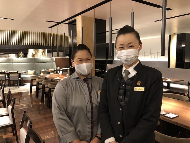 スタッフは出社時に検温、手洗いうがい、手指消毒を徹底し、マスクを着用しながら、笑顔でサービスします。