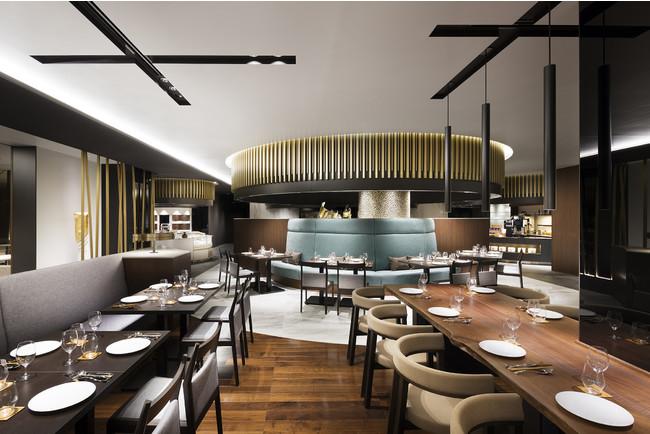 アニメに登場したホテル内レストランのモデルとなった「オールデイダイニング カザ」