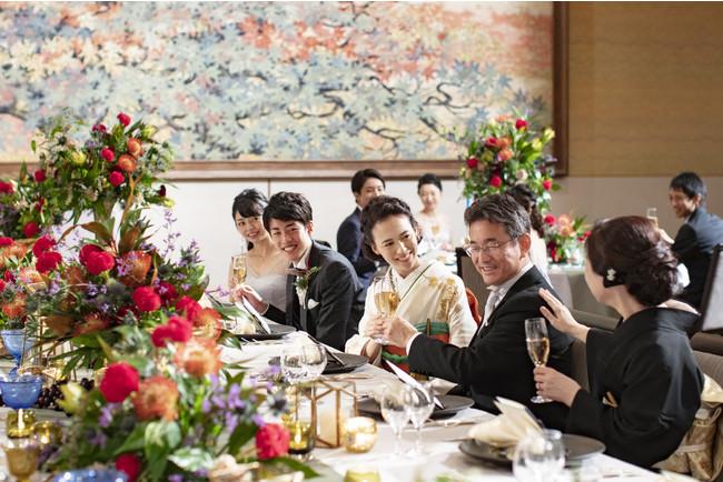 披露宴はリーガロイヤルホテル京都でご用意。挙式後は、おふたりの こだわりを詰め込んだ披露宴でゲストをおもてなし。
