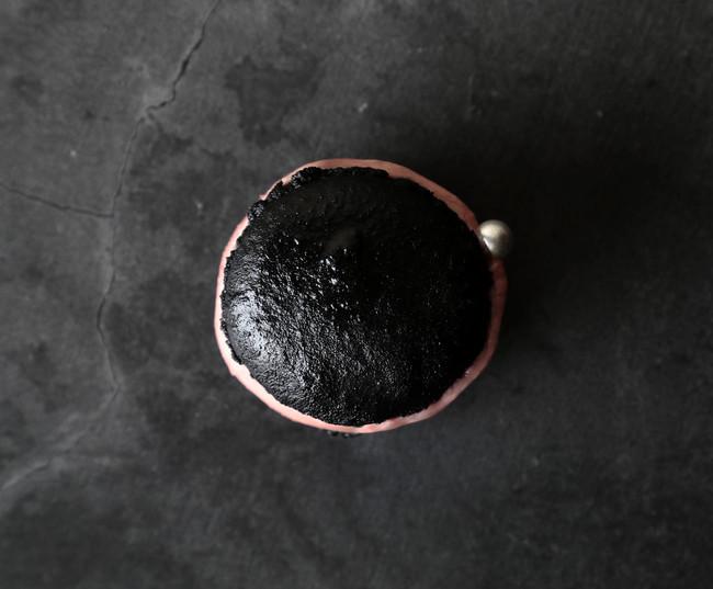 紅環日食(こうかんにっしょく)をイメージしたトゥンカロン