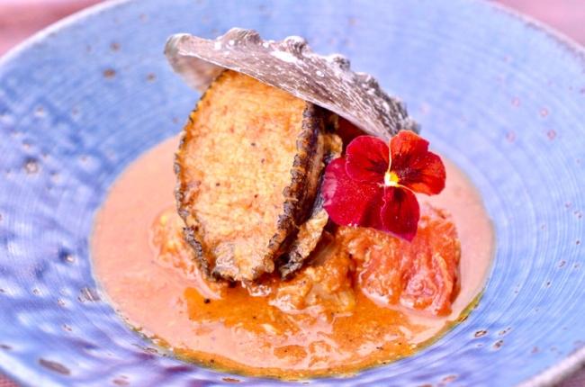 長崎産アワビと夏野菜のトマトカレー