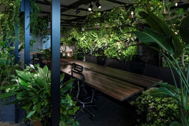 左下: 活力アップが期待されるエリア(溢れる生命力を感じられる植物に囲まれたデザイン)