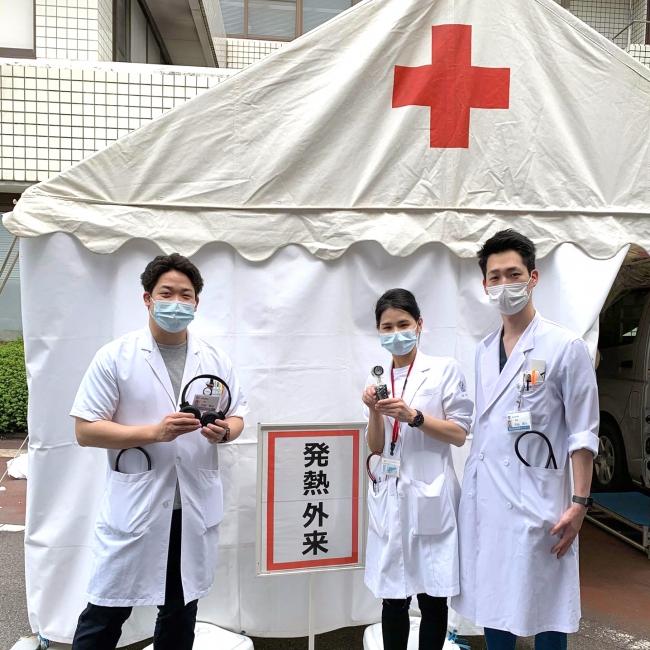 近藤医師(左)