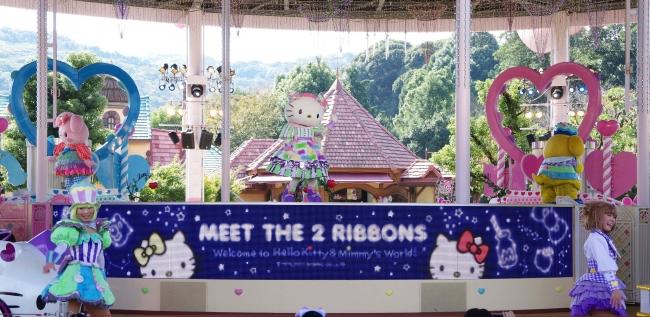 パレードには双子の妹ミミィをはじめ、サンリオの人気キャラクターたちも登場します!