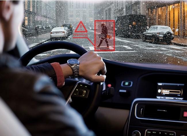 AR-HuDはドライバーの状況と交通環境を認識します