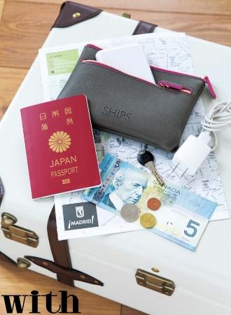 オフィスの必需品をまとめたり、  化粧ポーチとして使ったり、  旅の貴重品ポーチとしても使えます!