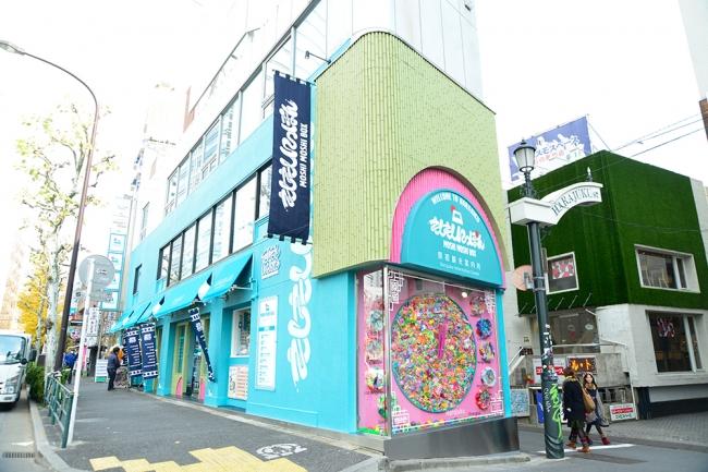 (東京原宿にあるMOSHI MOSHI BOX 原宿観光案内所はアソビシステムが運営)