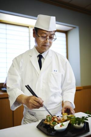 日本料理 料理長 岩田 好輝