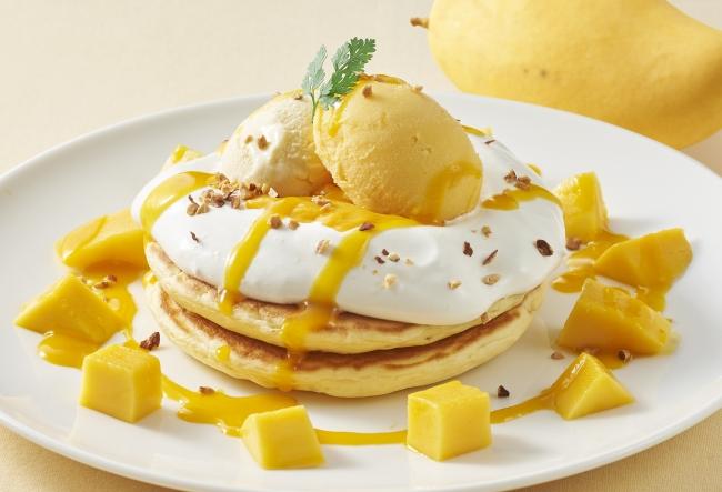 完熟マンゴーとふわふわマスカルポーネクリームのパンケーキ