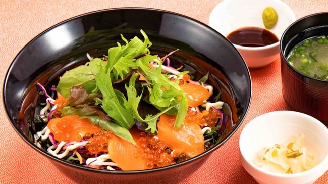 【店内】北海おやこごはん~サーモン・いくらと香り野菜(味噌汁・漬物付き)