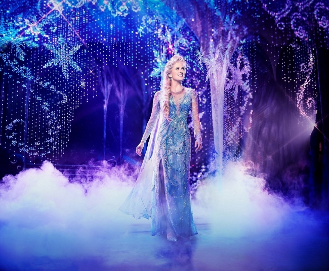 (参考)『アナと雪の女王』ブロードウェイ公演 Caissie Levy as Elsa in FROZEN on Broadway Photo by Saint