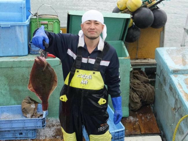 ①地域特産の鮮魚類を水揚げ