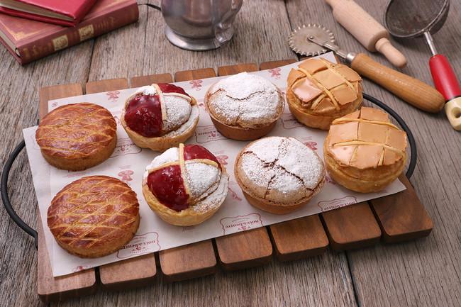『フランス伝統菓子を愉しむ』シリーズ 左から「ガトー・バスク」「ポンヌフ」「ミルリトン」「コンベルサシオン」