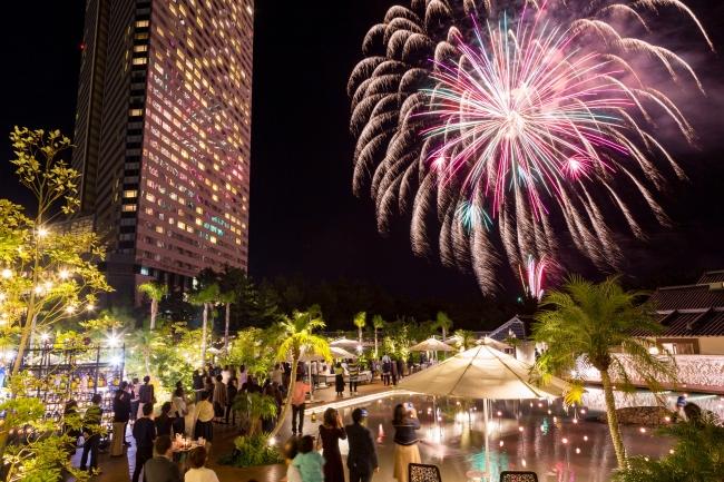 ホテルの目と鼻の先に上がる打ち上げ花火は迫力満点!リゾート内のいろんな場所で愉しむことができます。