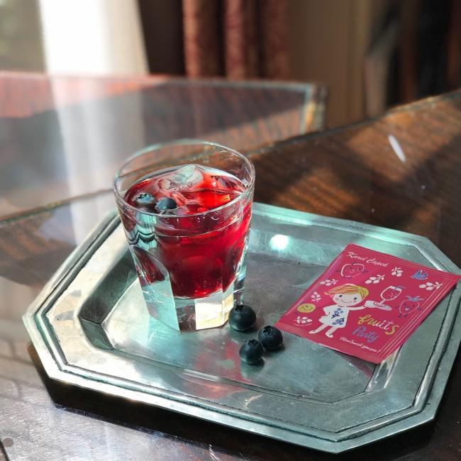 ◆6 種類の自然の恵 ハイビスカス、ローズヒップ、ルイボス、ストロベリー、キウイ 、アップル に ローズ&パッションフルーツの香り