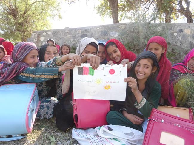 日本で役目を終えたランドセル、学校再開のアフガニスタンで活躍|公益 ...
