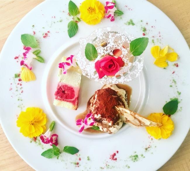 パティシエの一皿はもはやアート「ドルチェ フィオーリ」¥1,296(EtnaMare/4F)