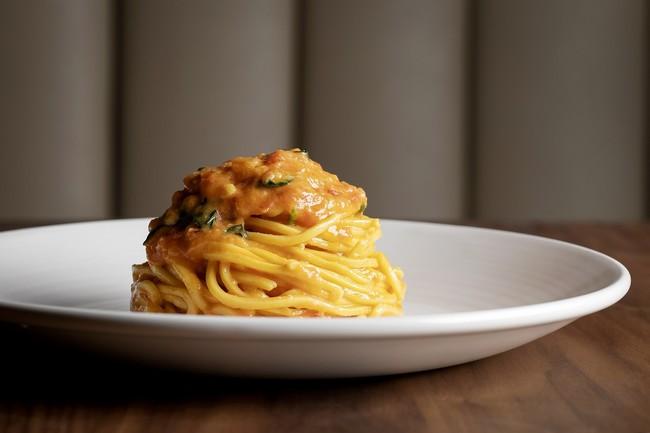 「Scarpetta」で人気のトマトとバジルのスパゲッティ