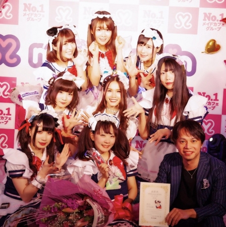 MOEkawaiiQUEEN2019にノミネートされた萌え神8と代表取締役社長鈴木雄一郎