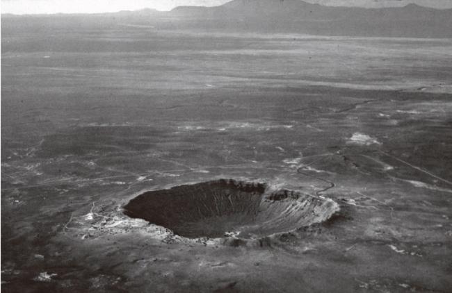 アリゾナ州にある直径約1kmのメテオ・クレーター