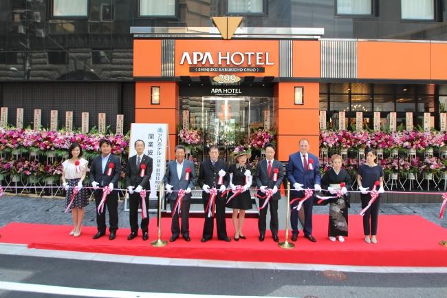 アパホテル〈新宿 歌舞伎町中央〉開業テープカット