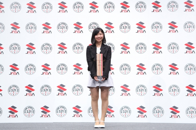 SNOWBOARDER of the YEAR(WOMAN) 岩渕 麗楽