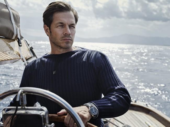映画「007/ノー・タイム・トゥ・ダイ」でダニエル・クレイグが着用するN.ピールのアーミーニット