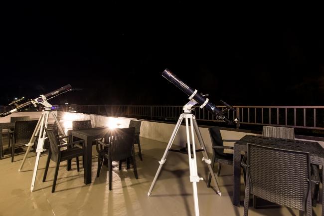 テラス 天体望遠鏡