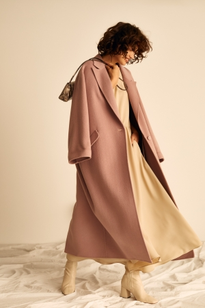 Coat ¥37,000+tax Dress ¥9,200+tax