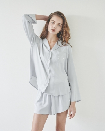 【SAKURA FAIR】フラワーサテンシャツ 6,200 yen+tax フラワーサテンショートパンツ 4,200yen+tax