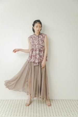 Blouse 8,300+tax, Skirt 10,800+tax, Shoes 11,400+tax