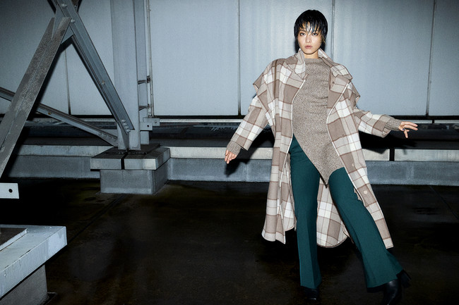 Coat ¥36,000+tax Knit tops ¥18,000+tax Pants ¥18,000+tax Shoes ¥14,000+tax