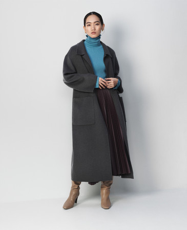 Coat26,000yen+tax Knit tops7,200yen+tax Skirt9,500yen+tax Boots14,500yen+tax