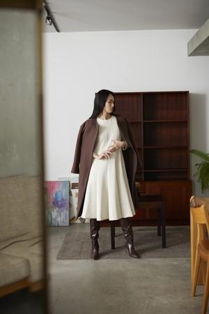 coat ¥32,000+tax,dress ¥18,000+tax WASHABLE