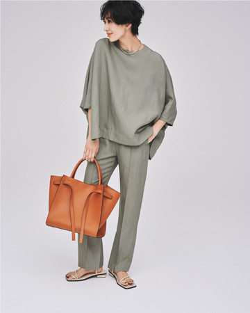 Set up 13,500yen+tax Bag 8,800yen+tax Sandals 9,500yen+tax