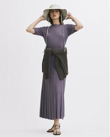 Knit tops(PPL)4,800yen+tax,Knit skirt8,800yen+tax, Knit tops(BRW)7,700yen+tax, Hat5,800yen+tax, Sandals9,800yen+tax