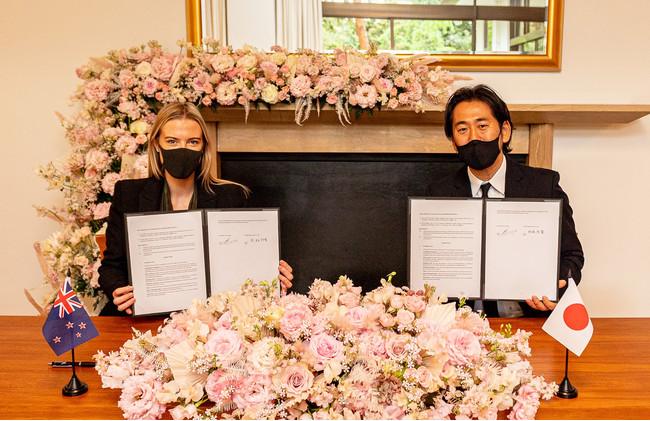 写真左:Me Today 理事 ハンナ・バレット氏 / 写真右:マッシュビューティーラボ 取締役副社長 椋林裕貴